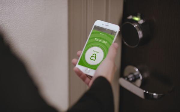 hotel-smartphone