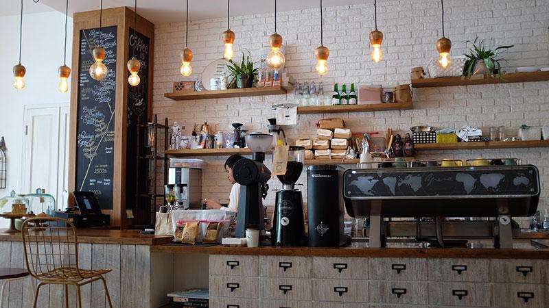 Καφέ και εστιατόρια οι περισσότερες νέες επιχειρήσεις στην Αθήνα το 2017