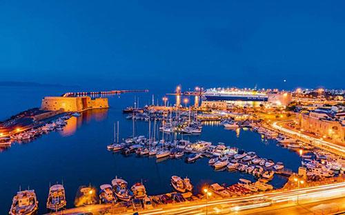 «Σπάει» όλα τα ρεκόρ στον τουρισμό η Κρήτη