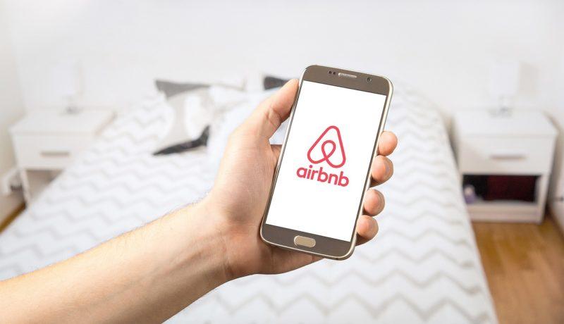 Παρίσι: εάν ο δήμος κερδίσει τη δίκη στις 12 Ιουνίου, τα δύο τρίτα των σπιτιών που προσφέρονται στην Airbnb, θα αποσυρθούν από την πλατφόρμα!
