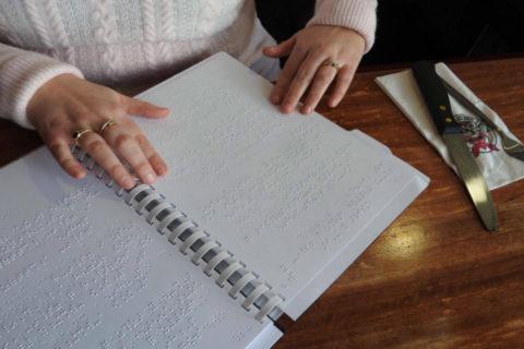 Τιμοκαταλόγους για τυφλούς πρέπει να έχουν τα εστιατόρια