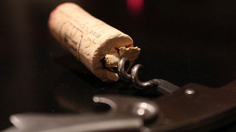 Γιατί Να Μην Αποθηκεύετε το Κρασί μετά το Άνοιγμα