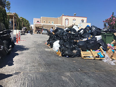 Ξενοδόχοι Κέρκυρας: Τα «βουνά» των σκουπιδιών έχουν κατακλύσει το νησί μας