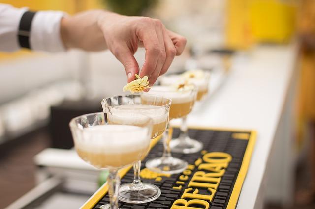 Πώς να διαλέξετε τον ιδανικό Bartender για το εστιατόριό σας
