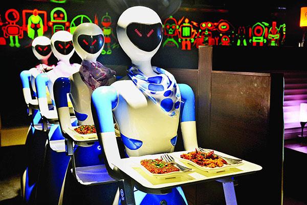 Σε αυτό το φουτουριστικό εστιατόριο σερβίρουν ρομπότ