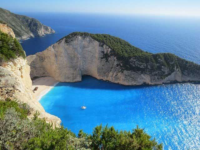 Η Ελλάδα στο TOP 3 των προορισμών της Μεσογείου που οι τουρίστες επιθυμούν να επισκεφτούν μόλις αρθούν οι ταξιδιωτικοί περιορισμοί