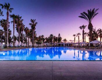 Η Louis Hotels προσφέρει δωρεάν το PCR test στους τουρίστες που επιλέγουν τα ξενοδοχεία της