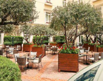 THE ATRIUM of Alexander's Lounge: ένας «μυστικός κήπος» στο Ξενοδοχείο Μεγάλη Βρεταννία
